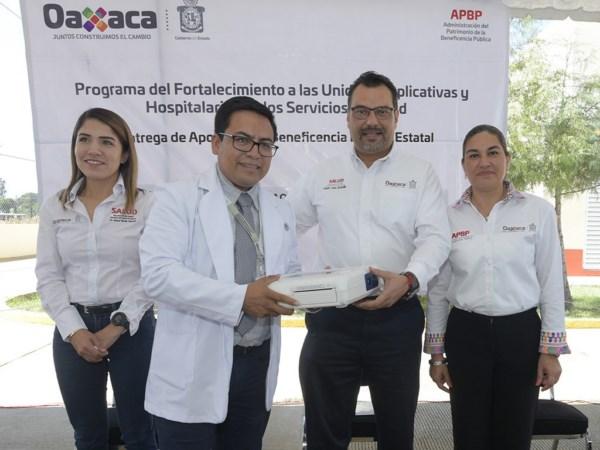 entregó equipos e insumos médicos a unidades aplicativas y hospitales de los Servicios de Salud de Oaxaca (SSO).