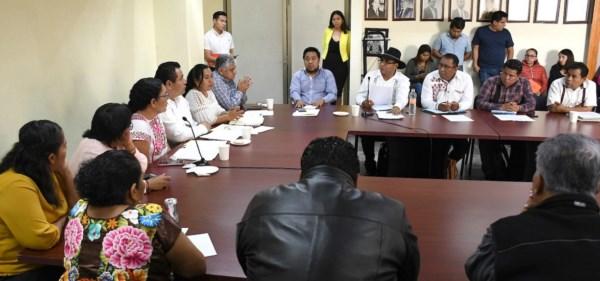 Instalan mesa de atención con docentes que piden la creación de una dirección de educación indígena de los pueblos originarios.