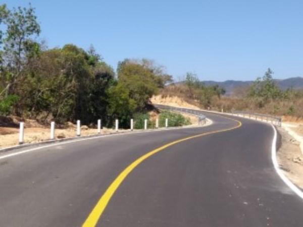 camino que une a los municipios de San Sebastián Tutla y Santa Cruz Amilpas