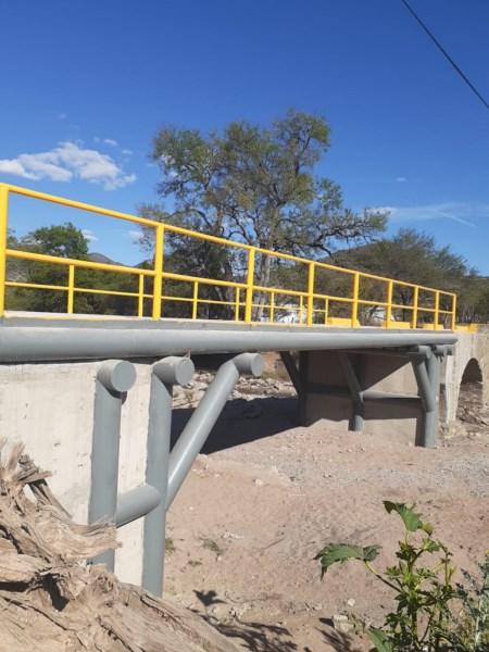 puente vehicular que conecta a los municipios de San Jorge Nuchita y San Lorenzo Victoria en la región de la Mixteca.