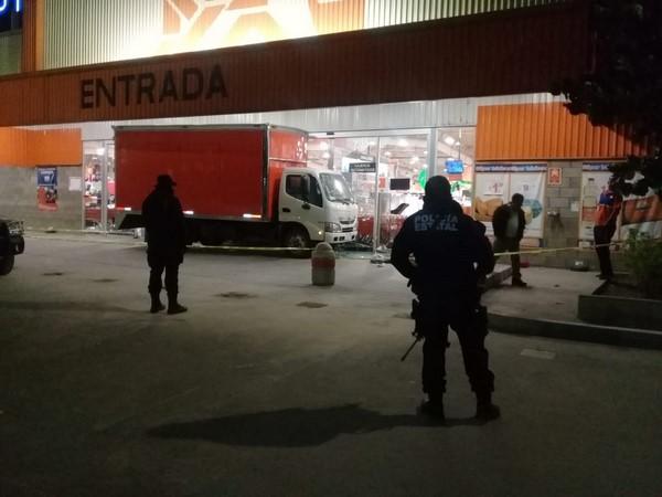 """la cadena comercial """"Chedraui"""", ubicado en Santa Cruz Xoxocotlán."""