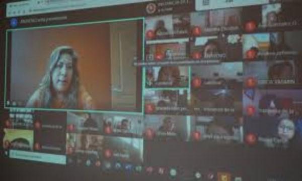 Desarrollo de las Mujeres, con quienes sostuvo una reunión de manera virtual