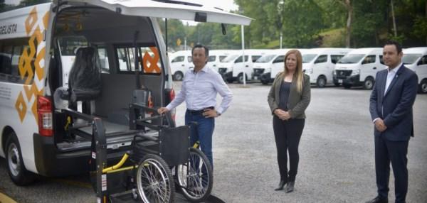 Se trata de 22 camionetas Urvan y tres autobuses que trasladarán a personas en silla de ruedas a través de 40 rutas