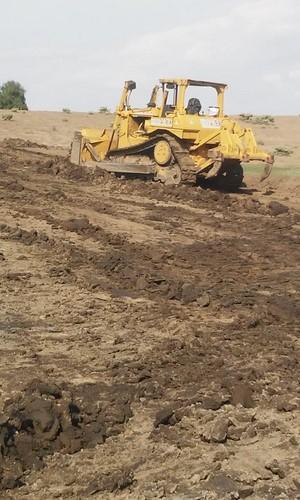 • Realiza limpia y desazolve de áreas agrícolas de este municipio.