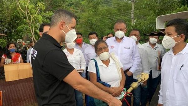 para supervisar los daños y entregar apoyos junto con el DIF Oaxaca