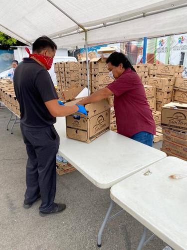 - Un total de 250 familias poblanas fueron beneficiadas con alimentos y productos básicos.