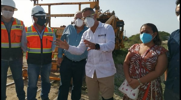 · El gobernador Alejandro Murat supervisó los trabajos de nivelación de rieles, balastos, durmientes y compactación