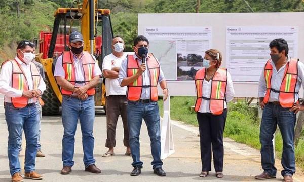 · Legisladores atestiguan inicio de obras en estas regiones