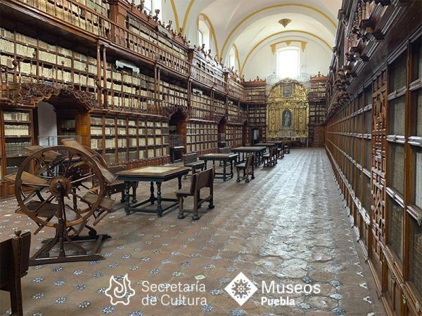 - La Biblioteca Palafoxiana fue fundada en 1646.