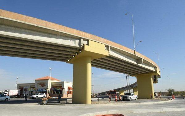 """las obras del puente en curva o gaza """"Héroes de la Salud"""""""