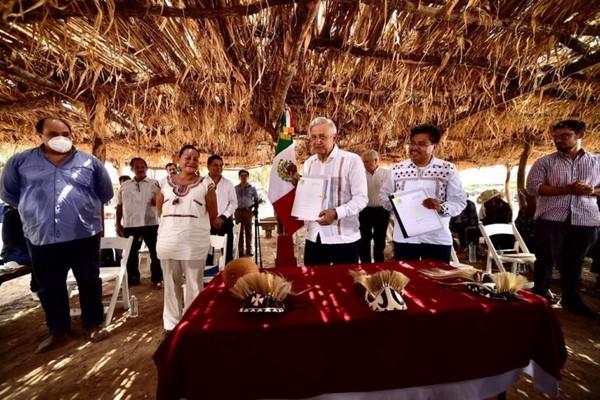 dialogó con las comunidades indígenas de los ocho pueblos yaquis en Vícam