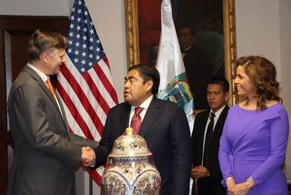 oportunidades comerciales y de inversión entre el Embajador de Estados Unidos en México y la Secretaria de Economía