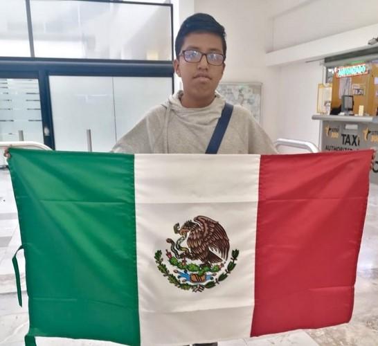 es uno de los cuatro seleccionados que representó a México en la XXII Olimpiada de Matemáticas de Centroamérica y el Caribe,