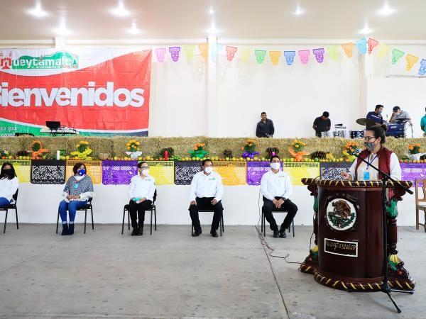 -Estuvieron presentes 18 expositores de comunidades aledañas