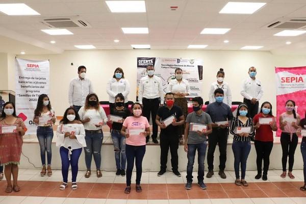 · Se otorgaron estímulos económicos a jóvenes del Instituto Tecnológico de Pinotepa