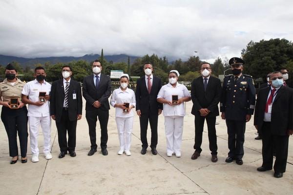 """la entrega de la Condecoración """"Miguel Hidalgo"""" a personal de Salud"""