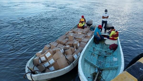 entrega de ayuda humanitaria a población afectada por la emergencia