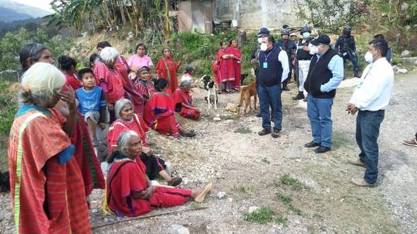 • Funcionarios de la Segego se trasladaron a la comunidad de Yosoyuxi, Santiago Juxtlahuaca, para garantizar la seguridad de las personas de Tierra Blanca