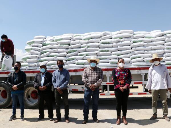 - La Secretaría de Desarrollo Rural entregó 2 mil 450 paquetes tecnológicos para la región de Atlixco