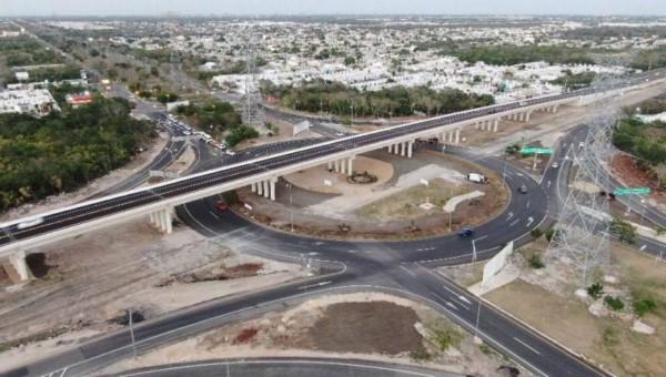 Por instrucciones del Gobernador, se instalan luminarias en la parte baja del puente, con una inversión de más de medio millón de pesos.