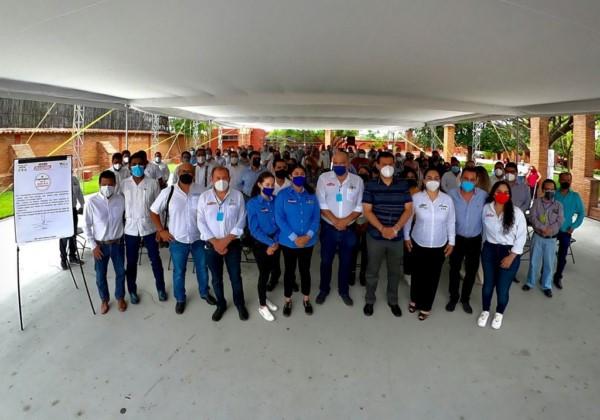 Signa Javier Villacaña compromiso con el sector de la construcción