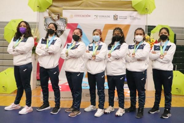 Las siete luchadoras con las que se presentó Oaxaca ganaron medalla en los Juegos Nacionales Conade, entre ellas el oro de Karina Gutiérrez