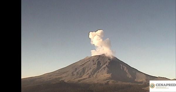 72 exhalaciones, algunas de ellas acompañadas de vapor de agua y gases volcánicos.