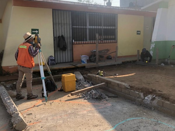 La secretaría a cargo de Javier Lazcano Vargas construyó 13 aulas, una biblioteca, dos bardas perimetrales y un área de usos múltiples para beneficiar a estudiantes de diversos municipios del estado