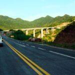 · Los funcionarios visitaron la construcción del rompeolas de Salinas del Márquez, recorrieron el astillero número 20 y supervisaron la autopista Mitla - Tehuantepec