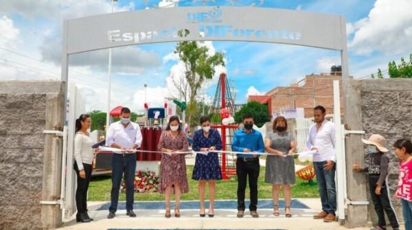 Cristina Rodríguez de Tello entregó el Espacio DIFerente número 20 del estado Se construyó con una inversión conjunta de 517 mil pesos